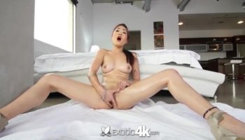 Babes in a eager pissing act
