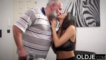 Buxom chick has hardcore interracial gonzo action with hung stallion